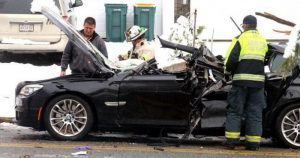 Упало дерево на машину, куда звонить с места событий?
